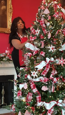 Holiday decorating at the White House