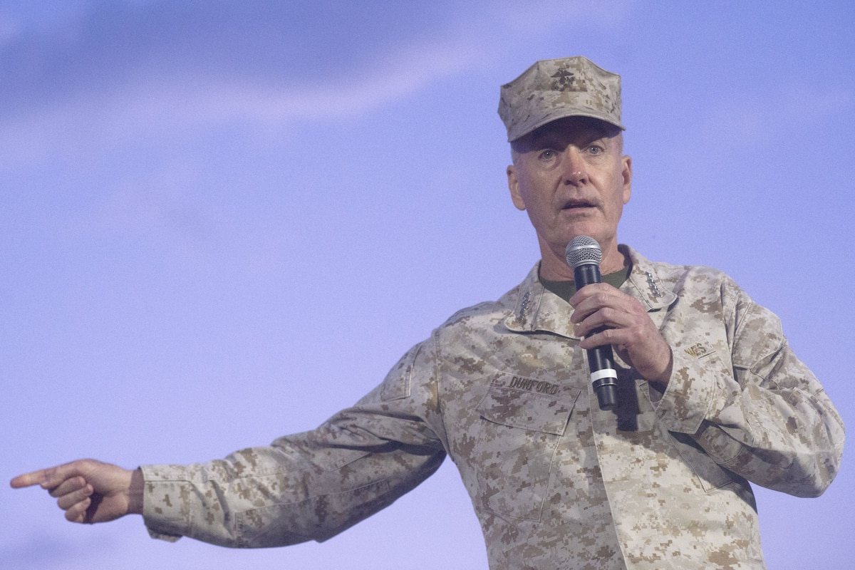 The chairman of the Joint Chiefs of Staff speaks on stage.