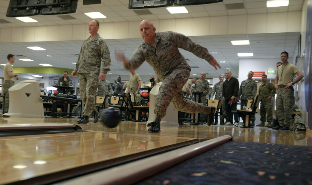 """U.S. Air Force Col. Kelly Scott, 100th Maintenance Group commander, bowls during a """"Chiefs vs. Eagles"""" game Feb. 7, 2017, on RAF Mildenhall, England. Team Mildenhall leaders take part in these quarterly events to build camaraderie. (U.S. Air Force photo by Staff Sgt. Micaiah Anthony)"""