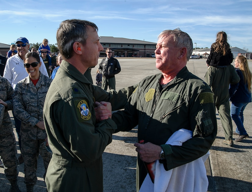 "Lt. Col. Stan Davis, 317th Airlift Squadron commander, congratulates retiring Lt. Col. Rick Davis, 317th AS, after Davis' ""fini flight"" in a Joint Base CHarleston C-17 Feb. 10. (U.S.Air Force photo by Michael Dukes)"