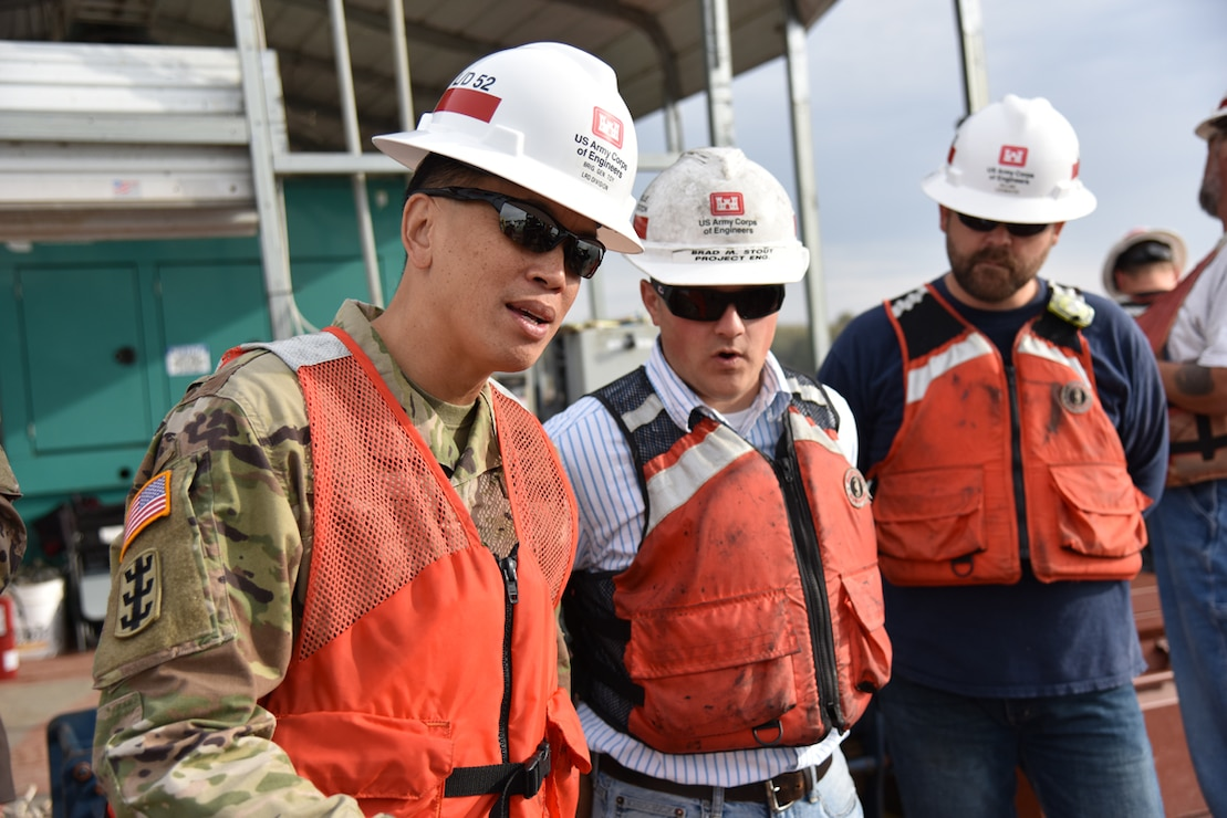 Brig. Gen. Mark Toy, LRD Commander, visits Olmsted Lock and Dam for the first time since taking command in August 2016.