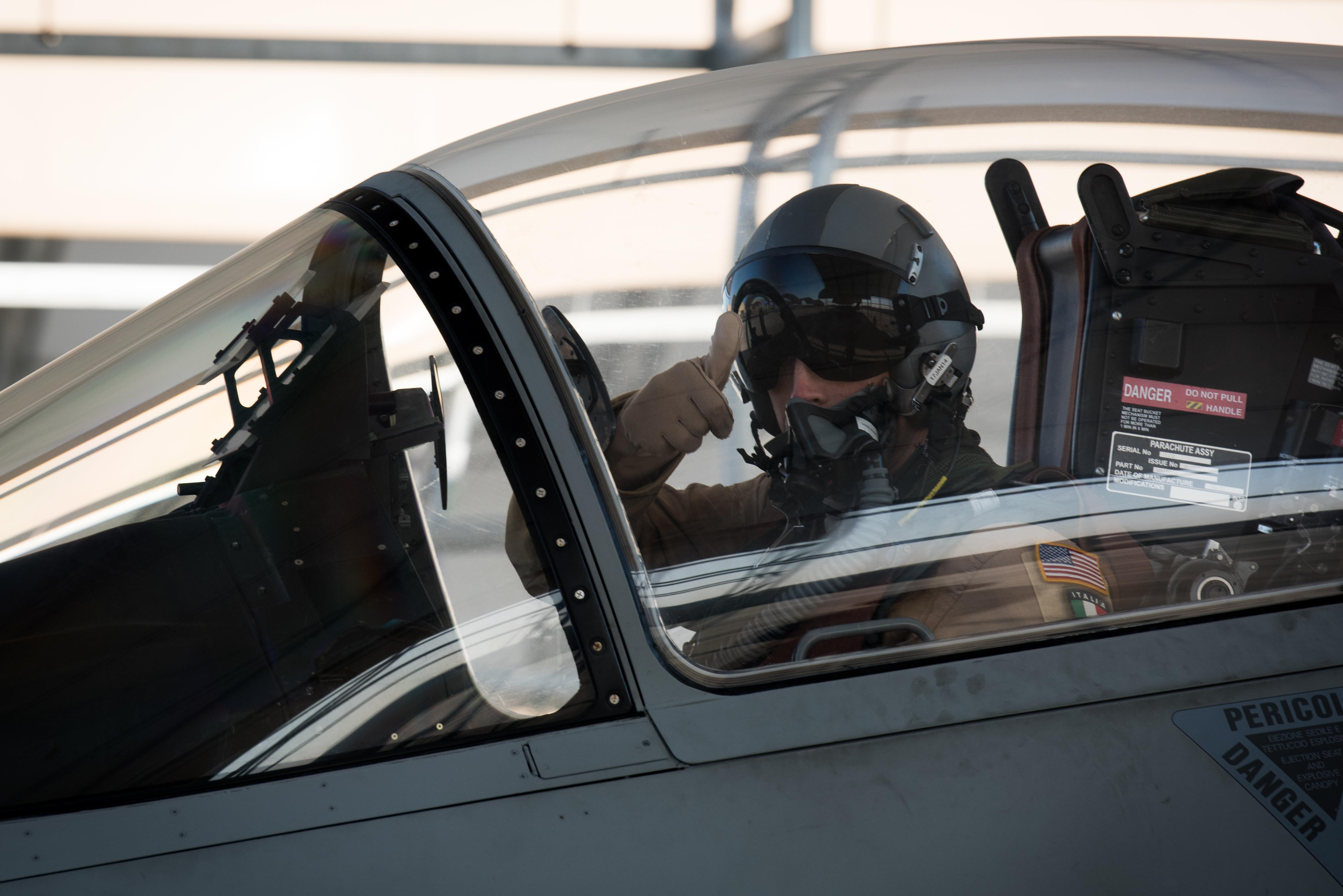 Cuisine En Ilot Central ~ Air Force Exchange Pilot Fights Isis With Italian Coalition Partners