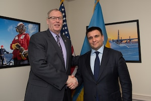 Deputy Defense Secretary Bob Work poses for a photo with Ukrainian Foreign Affairs Minister Pavlo Klimkin during an office call at the Pentagon, Feb. 15, 2017. DoD photo by Army Sgt. Amber I. Smith