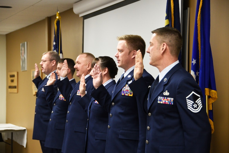 Newly promoted master sergeants take the oath during the Senior NCO Induction Ceremony held at the 120th Airlift Wing in Great Falls, Mont. Dec. 4, 2016. (U.S. Air National Guard photo/Senior Master Sgt. Eric Peterson)