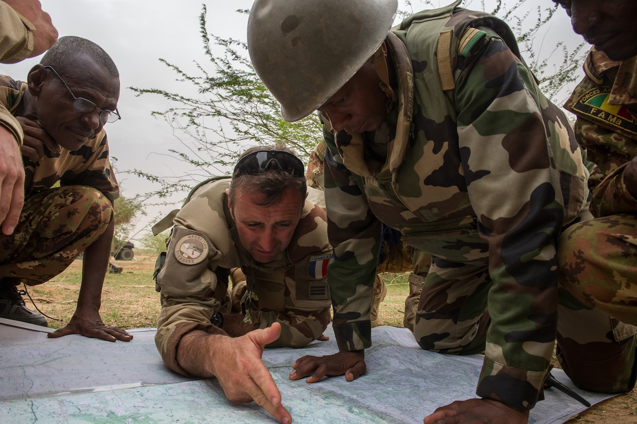 A French soldier works with African military leaders as part of Operation Barkhane. French Ministry of Defense photo