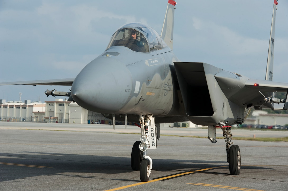 A U.S. Air Force F-15 Eagle assigned to the 67th Fighter Squadron arrives at its refueling spot during a surge operation Jan. 11, 2017, at Kadena Air Base, Japan. During the surge, Airmen operate hot pits, where one F-15 after another is refueled so the jets can continue the mission. (U.S. Air Force photo by Senior Airman Lynette M. Rolen/Released)
