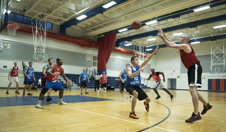 The 592nd Special Operations Maintenance Squadron's Adam Cummings passes the ball into his teammate during their intramural basketball game Jan. 24 at Eglin Air Force Base Fla.  The maintainers easily controlled the game using their height advantage over the Air Force Research Lab team.  The Duke Field-stationed team rolled to a 2-0 season start with the 41 – 32 victory.  (U.S. Air Force photo/Samuel King Jr.)