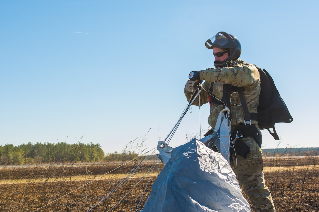 U.S. Air Force pararescuemen from the 123rd Special Tactics Squadron, Louisville, Ky., land at Rigger Dropzone in Sylvania, Ga., on January 9, 2017. The 123rd was working with the 139th Airlift Wing, Missouri Air National Guard, during annual training. (U.S. Air National Guard photo by Senior Airman Sheldon Thompson)
