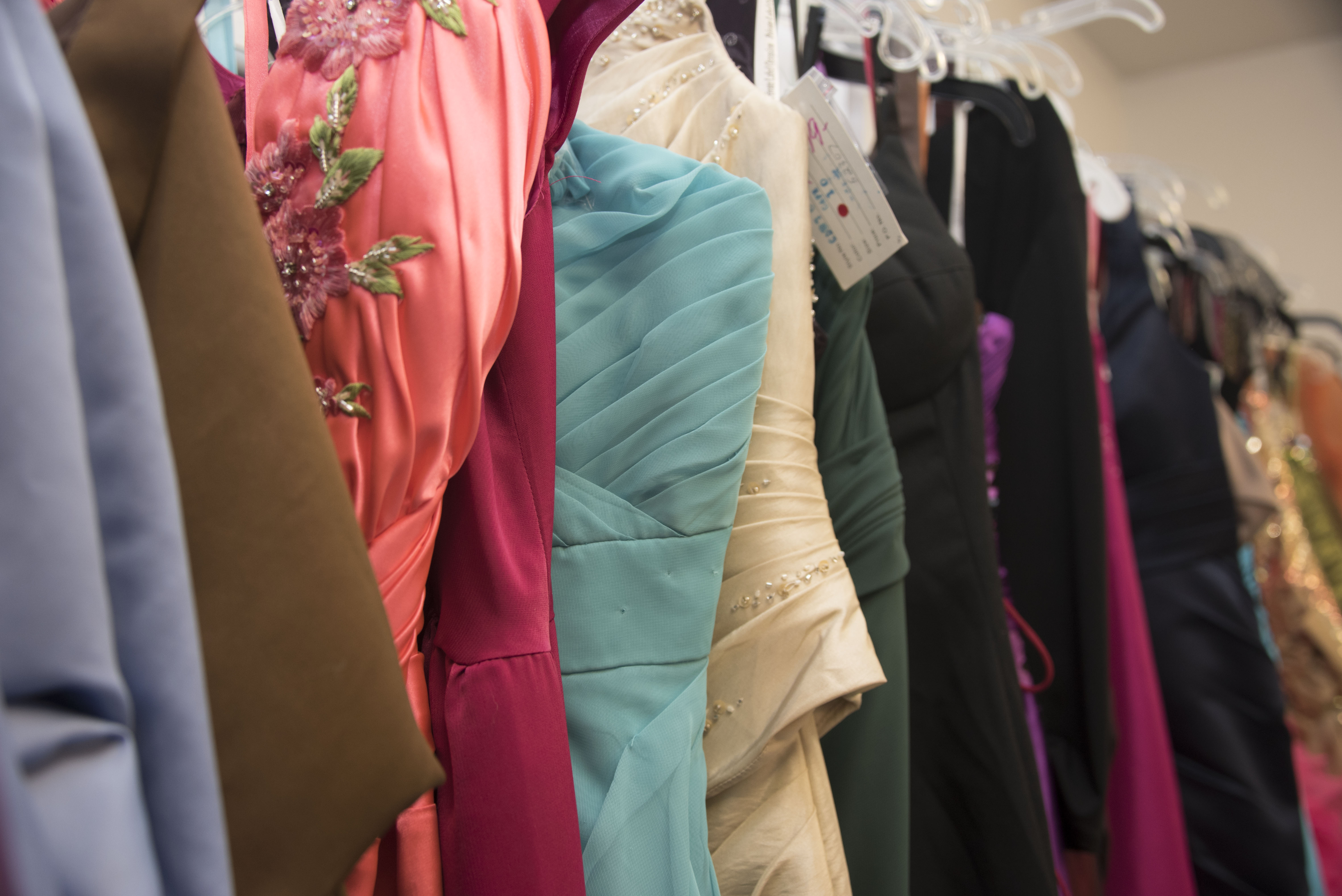 Cinderella S Closet Offers Formal Dresses For Loan