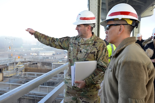 Lt. Col. Stephen Murphy, Nashville District commander talks about work at Chickamauga lock with Brig. Gen. Mark Toy, U.S. Army Corps of Engineers Great Lakes and Ohio River Division commander about work to the construction site at Chickamauga Lock in Chattanooga, Tenn., Jan. 25, 2017.