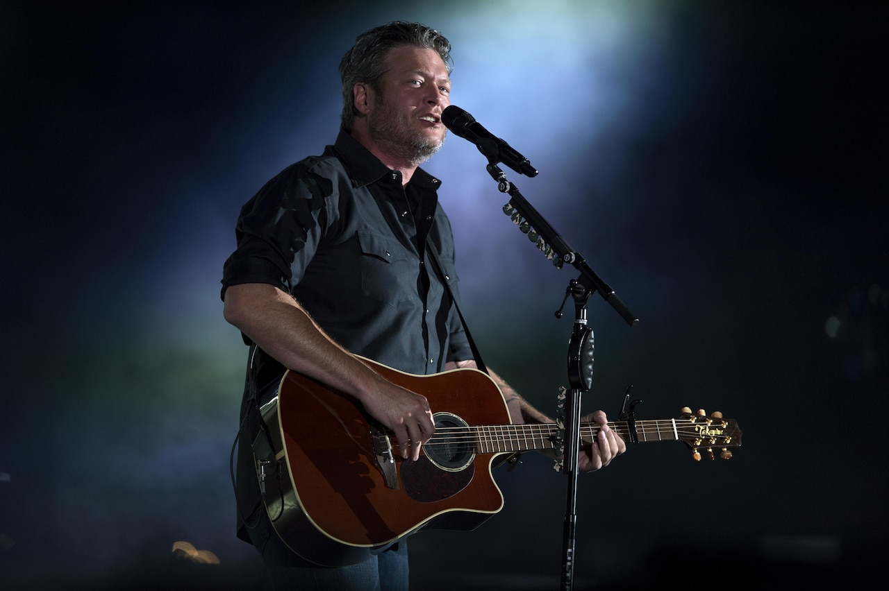 Recording artist Blake Shelton performs during opening ceremonies for the 2017 Department of Defense Warrior Games at Soldier Field in Chicago, July 1, 2017. DoD photo by EJ Hersom