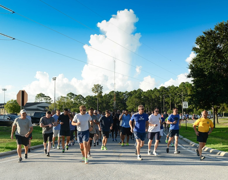 Air Commandos begin the Command Run at Hurlburt Field, Fla., July 7, 2017. Both Airmen and civilians at Headquarters Air Force Special Operations Command ran a 5K together during a physical training session. (U.S. Air Force photo/Staff Sgt. Melanie Holochwost)