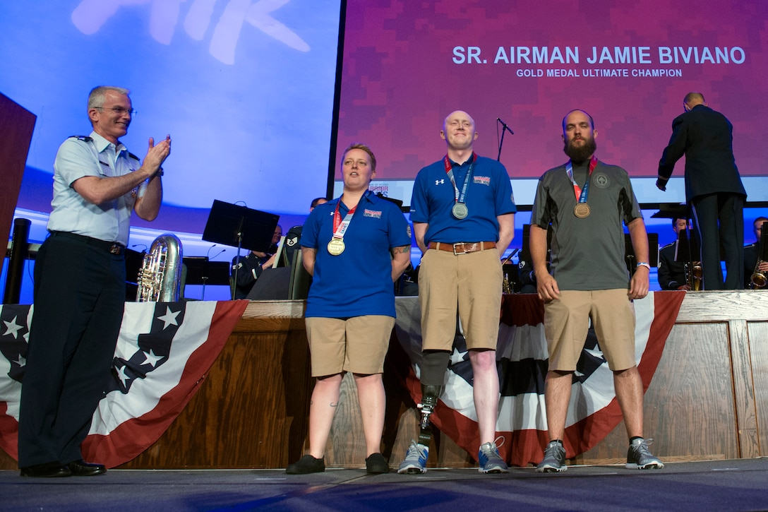 Vice Chairman applauds Ultimate Champion Medal recipients at 2017 Warrior Games.