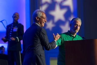 Chicago Mayor Rahm Emanuel and comedian Jon Stewart shake hands after stirring the best pizza in the country pot, New York City vs. Chicago, during closing ceremonies for the 2017 DoD Warrior Games in Chicago, July 8, 2017. DoD photo by EJ Hersom