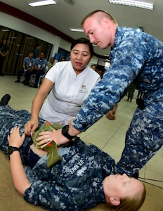 170620-N-QV906-048 CEBU, Philippines (June 20, 2017) Hospital Corpsman 1st Class Richard Spees of USS CORONADO (LCS 4) demonstrates life-saving skills during an Interactive Medical Engagement for Maritime Training Activity (MTA) Sama Sama 2017 CEBU, Philippines, June 20.  MTA Sama Sama is a bilateral maritime exercise between U.S. and Philippine naval forces and is designed to strengthen cooperation and interoperability between the nations' armed forces.  (U.S. Navy photo by Mass Communication Specialist 1st Class Micah Blechner/RELEASED)