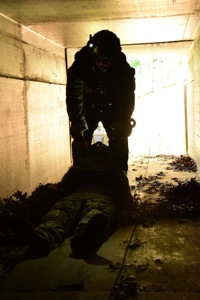 An Air National Guard explosive ordnance disposal specialist conducts a rapid personnel extraction during the Audacious Warrior exercise at Fort McCoy, Wis., July 27, 2017. The 12 day long exercise utilized the extensive training facilities of Volk Field Combat Readiness Training Center and Fort McCoy Total Force Training Center to provide EOD teams from eight different states comprehensive classroom and scenario based training in EOD tactics and procedures difficult to obtain at their respective home stations. (U.S. Air National Guard Photo by Master Sgt. Paul Gorman)