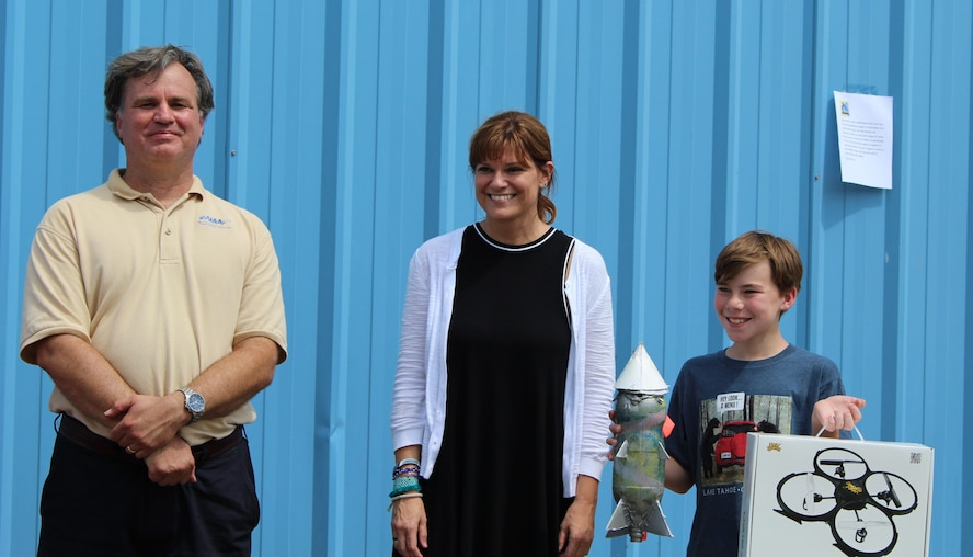 The first place winner at the 2017 RocketDay! event was Bradley Escue, whose rocket wowed the judges by its high lofting flight with a perfectly stable ballistic trajectory. RocketDay! was held for area youth on June 17 at the Hands-On Science Center in Tullahoma. Pictured left to right are: Joe Sheeley, RocketDay organizer; Deb Wimberly, director of the Hands-On Science Center; and Escue. (Courtesy photos/Tanya Sheeley)
