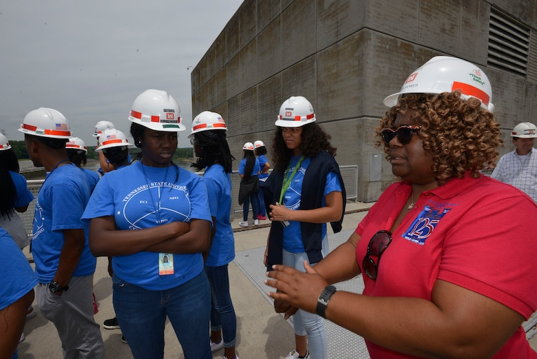Tennese Henderson, an electrical engineer from the Nashville District Hydropower Branch, talks with a group of students during a tour at the Old Hickory Lock and dam July 21, 2017.  The students were part of a group who attended the Tennessee State University Engineering Department's four-week NSTI National Summer Transportation Institute program that introduces students to various aspects of engineering.