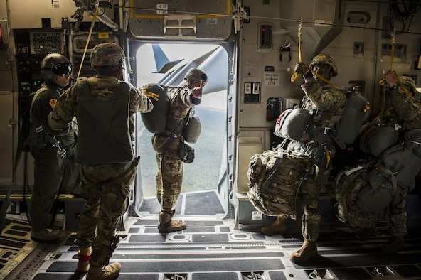 "An Army airborne jumpmaster from the 4th Brigade, 25th Infantry Division, signals ""one minute"" to drop while he looks out of the open troop door on a U.S. Air Force C-17 Globemaster III from Joint Base Charleston, S.C., July 12, 2017 waiting to airdrop in support of Exercise Talisman Saber 2017. The purpose of TS17 is to improve U.S.-Australian combat readiness, increase interoperability, maximize combined training opportunities and conduct maritime prepositioning and logistics operations in the Pacific. TS17 also demonstrates U.S. commitment to its key ally and the overarching security framework in the Indo Asian Pacific region. (U.S. Air Force photo/Tech. Sgt. Gregory Brook)"