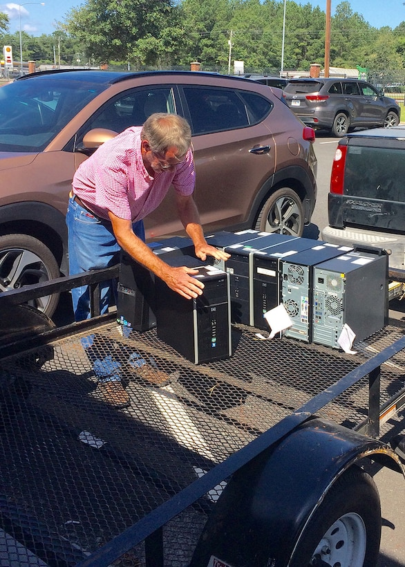 Tommy Gentry loads one-time military computers on to a trailer that his school district acquired through DLA Disposition Services' Computers for Learning program