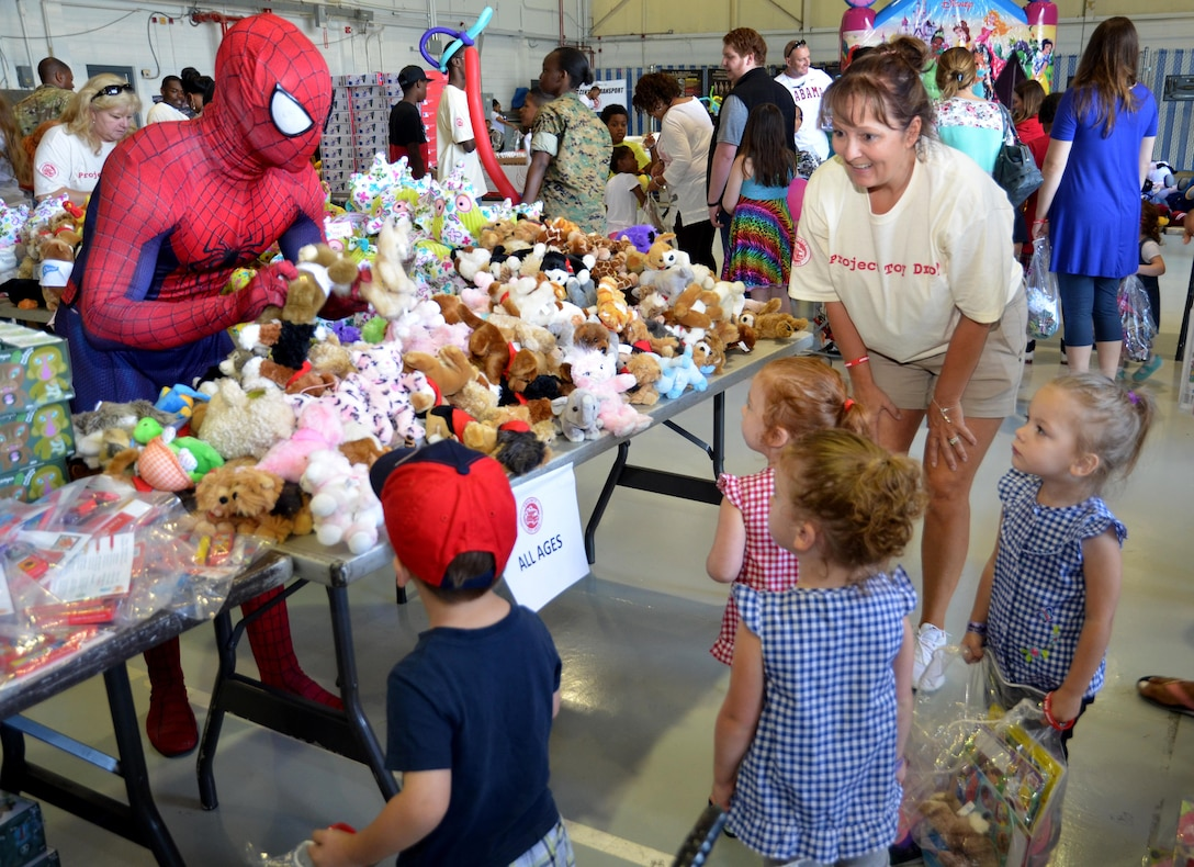 Spiderman hands out toys to children attending the Military Kids Appreciation Day at Dobbins Air Reserve Base, Ga. July 9, 2017. In addition to distributing nearly $30,000 worth of toys, the event also hosted various characters from popular movies. (U.S. Air Force photo by Senior Airman Lauren Douglas)