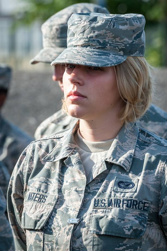 Portrait d'une militaire de l'US AIR FORCE lors Répétion du 9 juillet 2017 à SATORY.  Photo : Guillaum C./armée de Terre