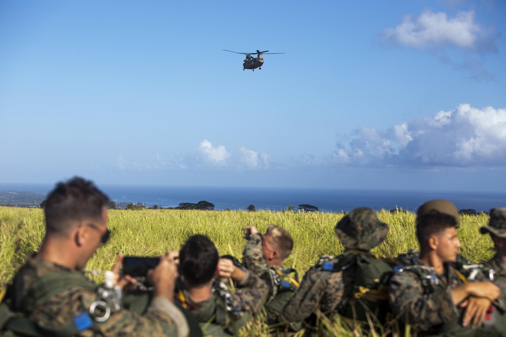 SCHOFIELD BARRACKS – A CH-47 Chinook helicopter approaches Marines with 4th Force Reconnaissance Company to conduct a static line airborne jump at Schofield Barracks, July 14, 2017. The Marines trained with U.S. Army Special Forces to maintain proficiency in completing static line and high altitude free fall airborne jumps. (U.S. Marine Corps photo by Lance Cpl. Isabelo Tabanguil)