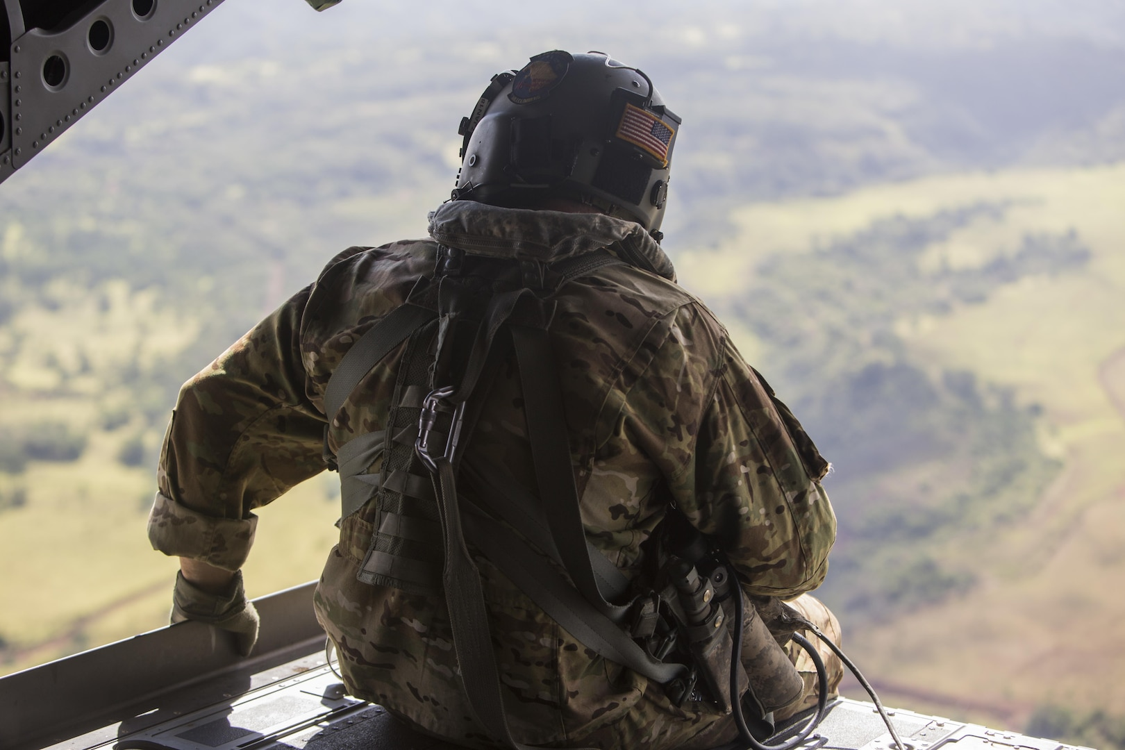 SCHOFIELD BARRACKS – A U.S. Army crew chief observes the outside of a CH-47 Chinook helicopter during a high altitude airborne jump at Schofield Barracks, July 14, 2017. Marines with 4th Force Reconnaissance Company trained with U.S. Army Special Forces to maintain proficiency in completing static line and high altitude free fall airborne jumps. (U.S. Marine Corps photo by Lance Cpl. Isabelo Tabanguil)