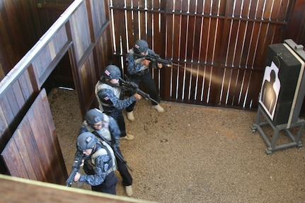 Costa Rican competitors clear a room in a live-fire shoot house July 22, 2017 during a combined assault event at Fuerzas Comando at Cerrito, Paraguay. Competitors in this event attempt to clear a building and rescue a simulated hostage as efficiently as possible. (U.S. Army photo by Sgt. 1st Class James Brown/Released)