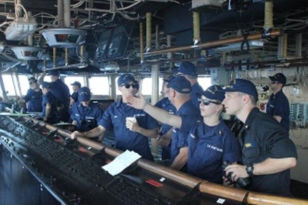 HEALY's bridge team prepares to moor the ship at Pier 19 in Honolulu, HI