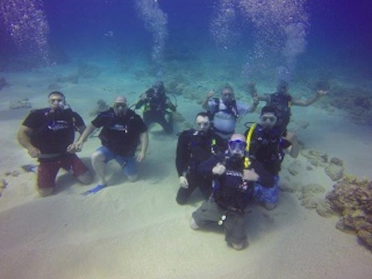 HEALY crewmembers on their first SCUBA dive
