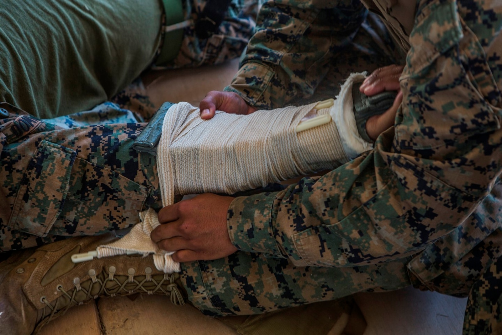 CAMP PENDLETON, Calif. – U.S. Marine Pfc. Mitchell Manuel, a field radio operator with Transportation Service Company, Combat Logistics Battalion 1, Combat Logistics Regiment 1, 1st Marine Logistics Group, wraps a splint around a casualty during the practical application portion of a combat lifesaver course July 22, 2017. CLS trains Marines and Sailors on the necessary skills to assess and treat casualties in a combat environment. (U.S. Marine Corps Photo by Lance Cpl. Joseph Sorci)