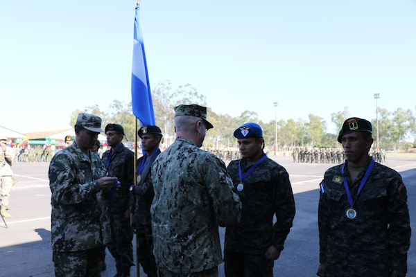 ASUNCIÓN, Paraguay (July 27, 2017) -- U.S. Navy Adm. Kurt W. Tidd, commander of U.S. Southern Command, congratulates the Honduran team that took 1st place in the Fuerzas Comando 2017 multinational special operations skills competition. Tidd is in Paraguay to meet the nation's leaders and to engage with senior regional security officials during the annual Fuerzas Comando. (Photo by Jose Ruiz, SOUTHCOM Public Affairs)