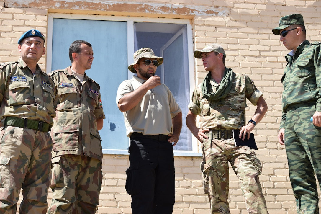 A British soldier from 1st Battalion, The Rifles, 160 Brigade, discusses cordon and search operations with senior officers from the Tajikistan Land Forces July 25, 2017, during Exercise Steppe Eagle 17 at Illisky Training Center near Almaty, Kazakhstan. Steppe Eagle is a multinational exercise that promotes mutual understanding and interoperability while building relationships.