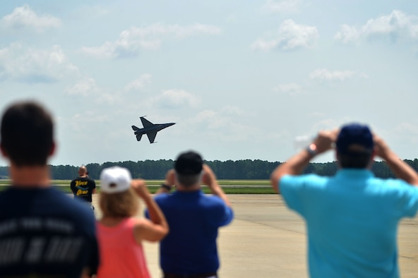Local aviators view an F-16 Viper Demonstration Team aerial practice at Shaw Air Force Base, S.C., July 28, 2017. Participating aviators received the opportunity to view an F-16 Viper Demonstration Team aerial practice, F-16CM Fighting Falcon static display and attend a mid-air collision avoidance briefing. (U.S. Air Force photo by Senior Airman Christopher Maldonado)
