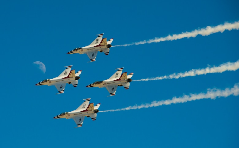 "The U.S. Air Force Aerial Demonstration Squadron ""Thunderbirds"" fly in formation during SkyFest 2017 Air Show and Open House at Fairchild Air Force Base, Washington, July 30, 2017. SkyFest is hosting more than 15 types of aircraft and static displays, and more than 10 flying performers. (U.S. Air Force photo/Senior Airman Janelle Patiño)"