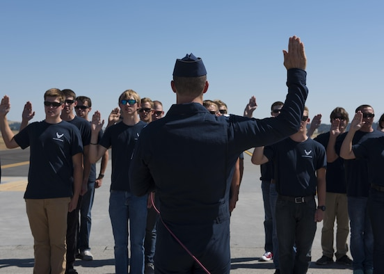 Lt. Col. Jason Heard, U.S. Air Force Thunderbirds Air Demonstration Squadron commander, swears in new U.S. Air Force recruits at the Skyfest 2017 air show and open house July 29, 2017, at Fairchild Air Force Base, Washington. The Oath of Enlistment is a traditional pledge of service given by officers to new recruits. (U.S. Air Force photo / Airman 1st Class Ryan Lackey)