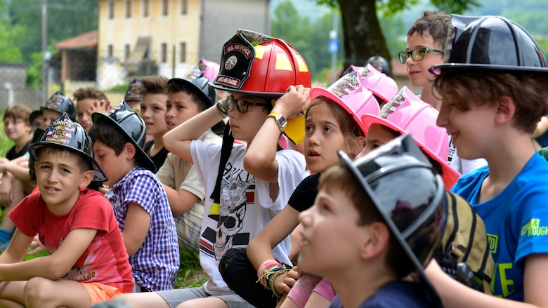 Italian children listen to a fire safety demonstration, May 31, 2017 in Polcinego, Italy. Members of the 31st Civil Engineer Squadron Fire Department visited the school to show the children firefighting equipment and teach fire safety. (U.S. Air Force photo by Senior Airman Cary Smith)