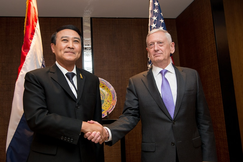 Defense Secretary Jim Mattis meets with Gen. Udomdej Sitabutr, Thailand's deputy defense minister, during the 16th Shangri-La Dialogue Asia security summit in Singapore, June 3, 2017. DoD photo by Air Force Staff Sgt. Jette Carr