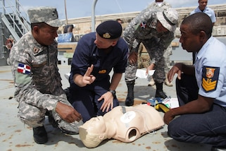 Surgeon Lieutenant Nathaniel Roocroft of the Royal Navy demonstrates how to use a defibrillator during basic first aid familiarization training for Exercise Tradewinds 2017 in Bridgetown, Barbados, June 7, 2017.  Tradewinds 2017 is a joint, combined exercise conducted in conjunction with partner nations to enhance the collective abilities of defense forces and constabularies to counter transnational organized crime, and to conduct humanitarian/disaster relief operations. (Royal Bahamas Defense Force photo by Marine Seaman Michael Turner/Released)