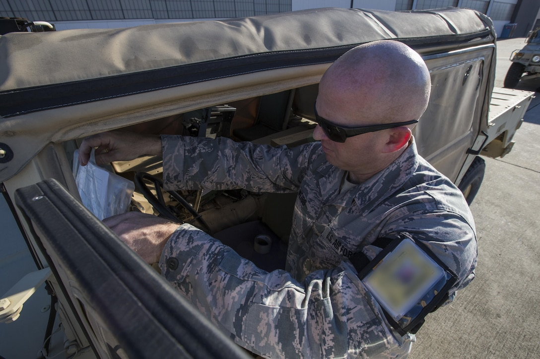 U.S. Air Force Tech. Sgt. Chris R. Weiss, ramp supervisor, 35th Aerial Port Squadron, 514th Air Mobility Wing, placards a Humvee during a joint mobility exercise with the 851st Transportation Detachment, U.S. Army Reserve, at Joint Base McGuire-Dix-Lakehurst, N.J., June 4, 2017. The aerial porters loaded two Humvees and a Heavy Expanded Mobility Tactical Truck Recovery Truck onboard a U.S. Air Force C-17 Globemaster III, which is assigned to the 305th Air Mobility Wing and is maintained and flown by the 514th Air Mobility Wing, Air Force Reserve Command. (U.S. Air Force photo by Master Sgt. Mark C. Olsen/Released)