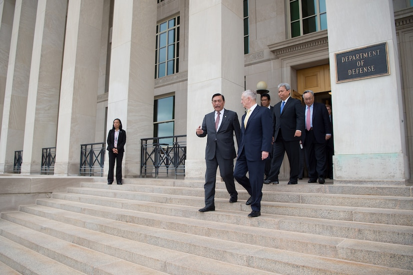 Defense Secretary Jim Mattis walks with Luhut Panjaitan, Indonesia's coordinating minister for maritime affairs, following a meeting at the Pentagon, June 7, 2017. DoD photo by Army Sgt. Amber I. Smith