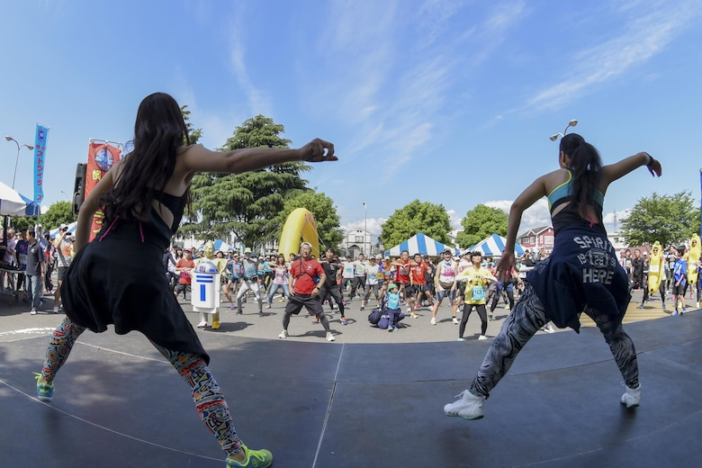 Zumba instructors lead race participants in a warmup before the 33rd Annual Yokota Striders Ekiden race at Yokota Air Base, Japan, June 4, 2017. More than 5,000 runners participated in the event hosted by the Yokota Striders Running Club. (U.S. Air Force photo by Machiko Arita)