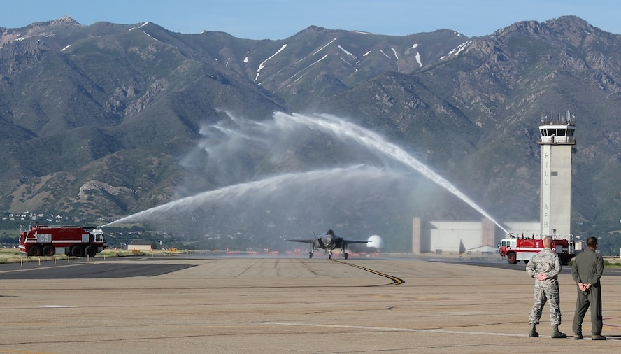 Col. David Lyons, 388th Fighter Wing commander, returns from his fini-fight June 6, 2017, at Hill Air Force Base, Utah. (U.S. Air Force photo by Donovan K. Potter)