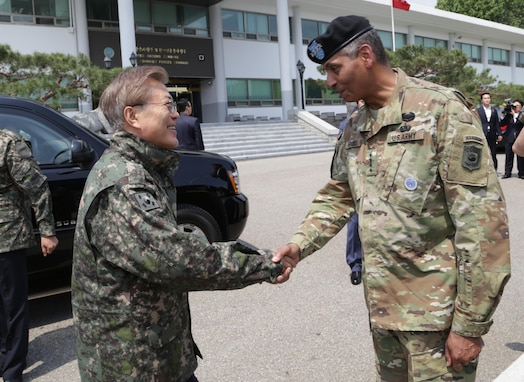 YONGSAN, Republic of Korea -- Commander of the Combined Forces Command Gen. Vincent K. Brooks greets newly elected Republic of Korea President Moon, Jae-in during his first official visit at U.S. Army Garrison Yongsan, Republic of Korea, June 13, 2017. The president's visit underscores the continued support of the Korean people to our Alliance and lasting friendship between the two nations. (U.S. Army photo by Sgt. 1st Class Sean K. Harp)