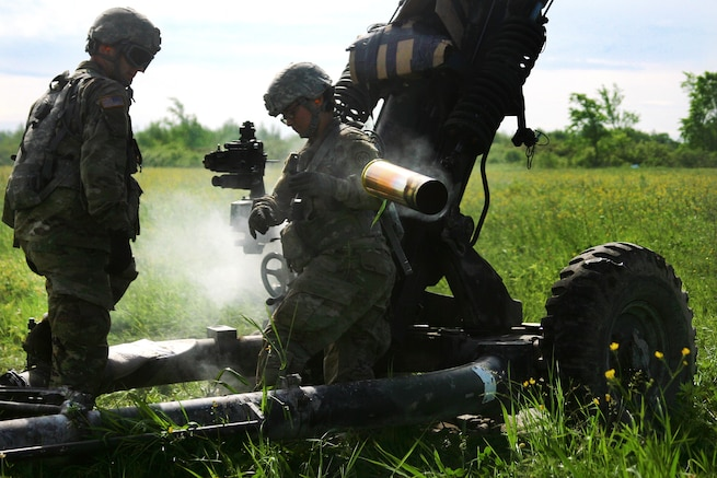 New York Army National Guardsmen move an empty casing during an air assault artillery raid at Fort Drum, N.Y., June 9, 2017. Army photo by Sgt. Alexander Rector
