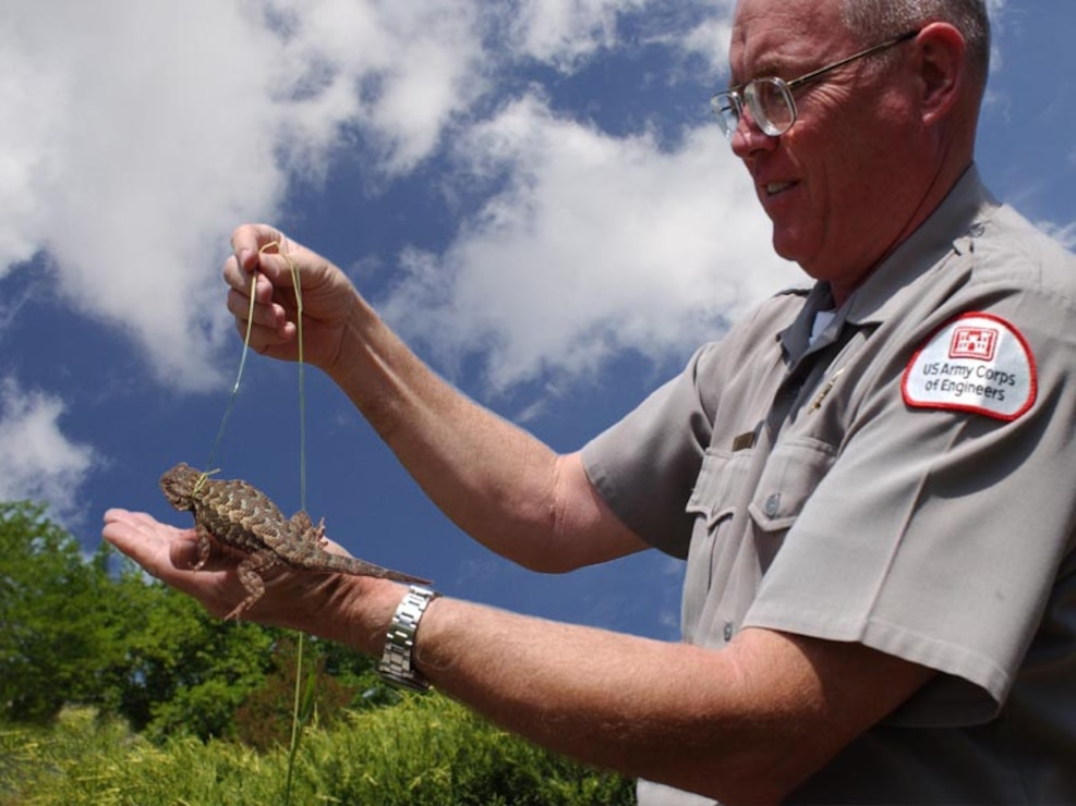 A park ranger at Black Butte Lake shows a horned-toad.