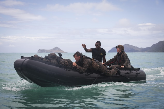 MARINE CORPS TRAINING AREA BELLOWS - Sgt. Antuan D. Martin, lead instructor of the Radio Reconnaissance Operator Course, instructs Marines on amphibious operations during an exercise aboard Marine Corps Training Area Bellows, June 15, 2017. Martin demonstrated how to safely launch and beach their zodiac inflatable craft with several surf passage exercises. (U.S. Marine Corps photo by Lance Cpl. Luke Kuennen)