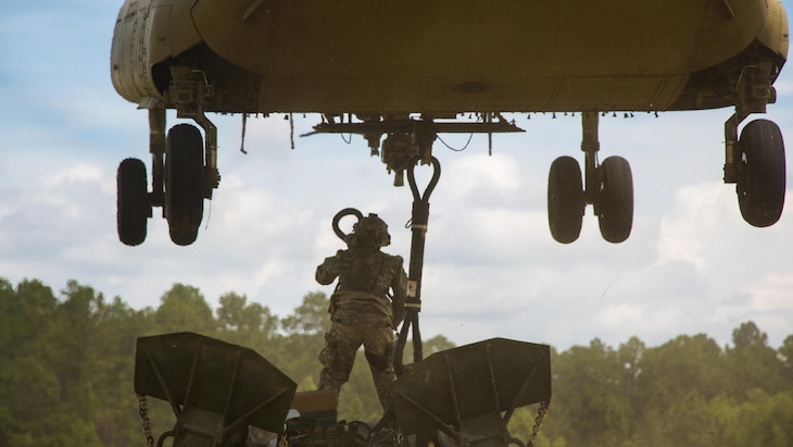 An Army artilleryman hooks up an M777 howitzer to a CH-47 Chinook during Exportable Combat Training Capability Rotation 17-04, a three-week training exercise at Fort Stewart, Ga., June 19, 2017. Army photo by Staff Sgt. Nikki Felton