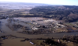 An aerial view of flooding along the Willamette River during the Flood of 1996. The Eugene and Springfield area could look like this if Cougar Dam completely failed.